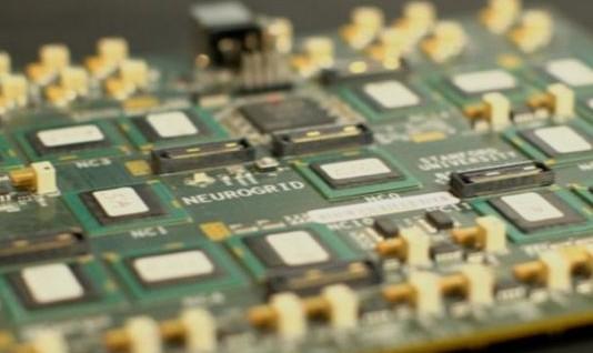 美研制拟人脑电路板具有电脑9000倍运算速度